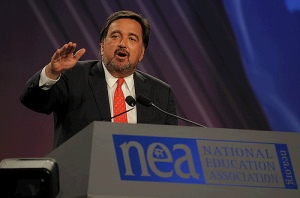"""New Mexico's Governor Bill Richardson points to his state's delegation after recieveing the """"America's Greatest Education Governor Award."""""""