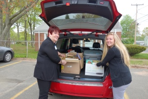 CEA Retired President Gloria Brown and CEASP Chair-elect Cori DeLorge unload donated books at Mayberry School in East Hartford.