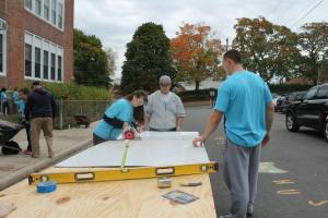 CEA-SP members cut white boards to size so they can be installed in classrooms.