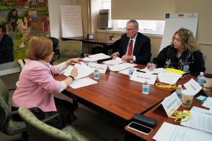 CEA President Sheila Cohen and CEA Executive Director Mark Waxenberg discuss CEA's new teacher evaluation proposal with Education Commissioner Dianna Wentzell at today's meeting of the Performance Evaluation Advisory Council.